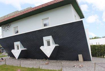 Attraktion: Haus steht Kopf
